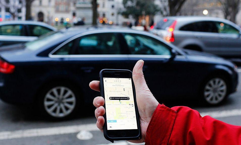 taxi-privado-alternativa-ganar-dinero-coche-pagar-seguro-auto-facil-transporte-compartido-publicidad-rodante